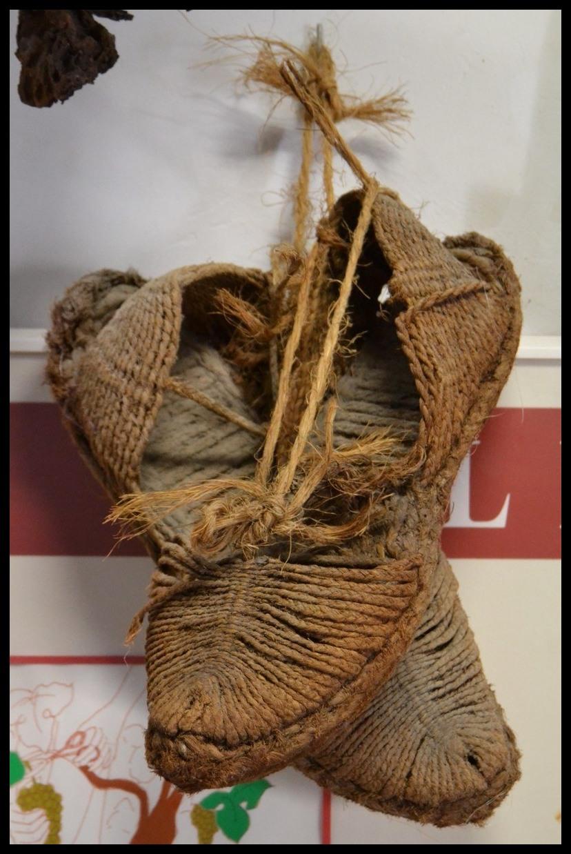 537ac4023da Η ονομασία τους , προέρχεται από την καταλανική λέξη espardenva, που  σημαίνει παπούτσια που κατασκευάζονται από esparto, το είδος δηλαδή του  σχοινιού που ...